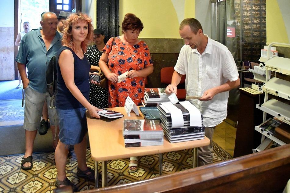 Prodej knih v kostele v Zábřehu